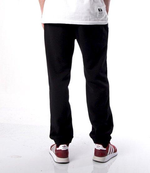 Mass BASE Spodnie Dresowe Regular Fit Czarny